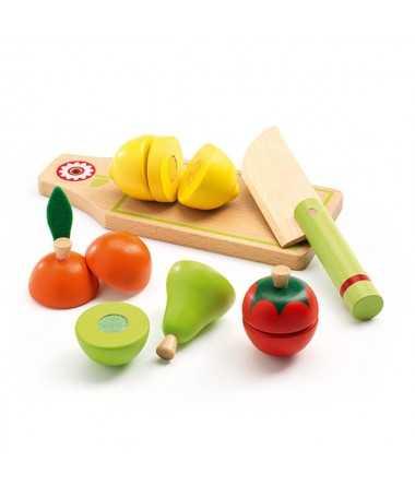 Fruits et légumes en bois à couper